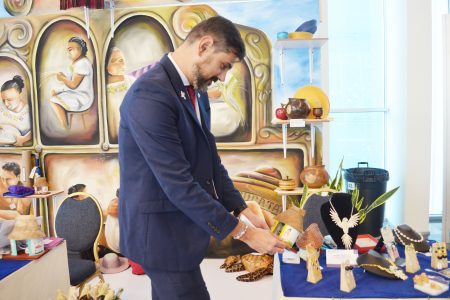 Artesanías de Yucatán cautivan en la Cumbre de Premios Nobel