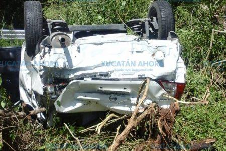 Trágico paseo: vuelca auto de capitalinos en la autopista Mérida-Cancún