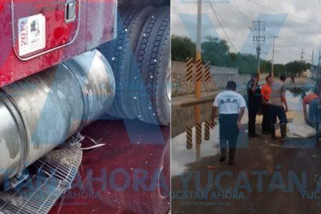 Tractocamión derrama 200 litros de diésel en una calle de Umán