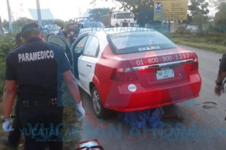 Mañanero accidente: mototaxista acaba muerto debajo de un auto