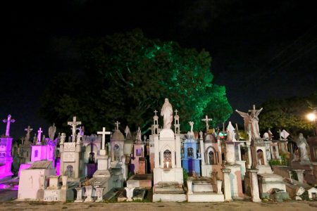 Cementerios listos para las visitas de los vivos