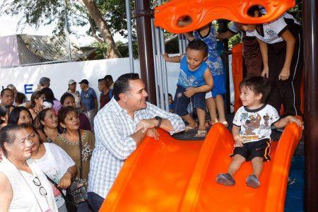 Renán Barrera entrega el parque de la colonia El Roble