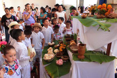 Niñez izamaleña preserva las tradiciones de Janal Pixán