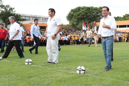 Mauricio Vila inaugura la Liga de Fútbol 'Juan N. Cuevas'