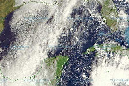 Frente frío estacionado junto a Yucatán: solo lluvia y nublados