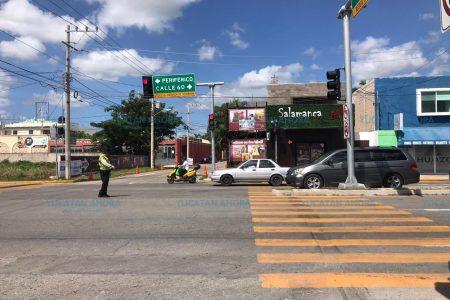 Instalan semáforos en dos cruceros de la entrada a Franciso de Montejo