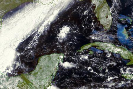 Yucatán, en medio de un frente frío y una onda tropical