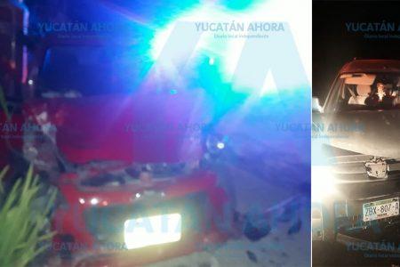 Ebrios provocan choque entre dos autos con tres lesionados