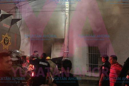 Arde en llamas sucursal de Dunosusa en Halachó
