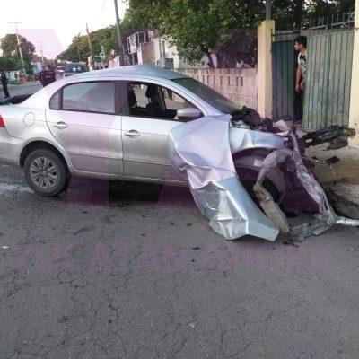 Roba un auto con las llaves puestas: choca y lo destroza