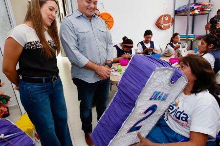 Ya viene diciembre: compra piñatas que hacen personas con discapacidad