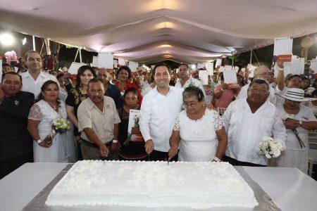 Se casan en la Feria Yucatán Xmatkuil 430 parejas yucatecas