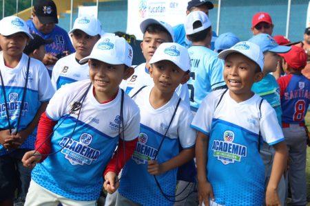 Tekax recibe las clínicas de béisbol