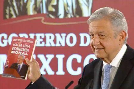 AMLO presenta su nuevo libro; es el fundamento de su política, dice