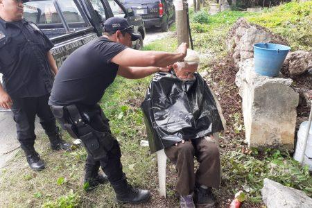 Labor social de la SSP en apoyo de un abuelito abandonado en Tixkokob