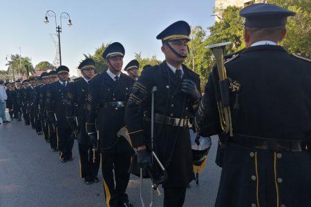 Majestuoso desfile de bandas de guerra por Paseo de Montejo
