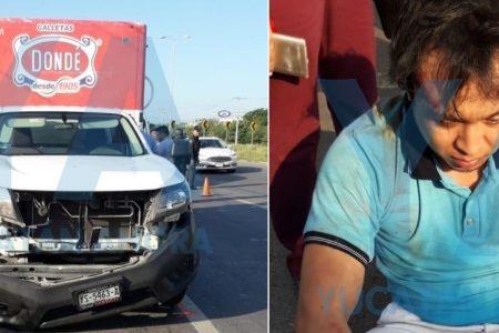 Camioneta de galletera manda al hospital a una pareja en moto