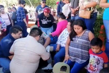 Desfiles 'salados' en Motul: o no asiste la gente o se doblan las gradas