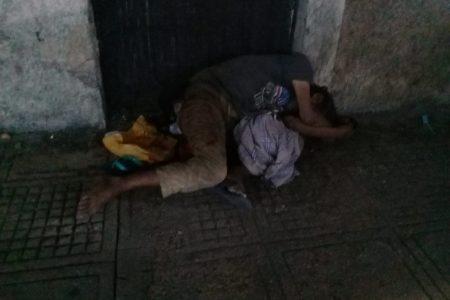 Encuentran muerto a un indigente, en la Calle Ancha del Bazar