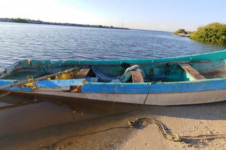 Lancha interceptora de la Marina choca a pescadores: dos muertos