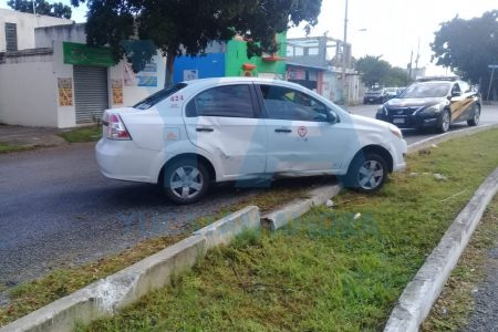 Piso mojado le arruina el domingo a joven taxista