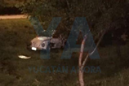 Dormilón conductor da un volantín y choca contra un árbol en el Periférico