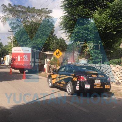 Dormilón camionero se mete a un predio, frente al CBTA de Xmatkuil
