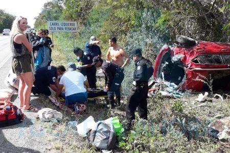 Vuelca auto con chinos: tres lesionados, dos son menores