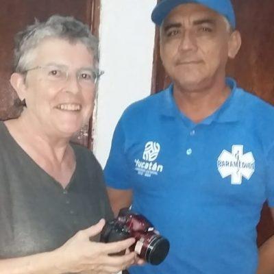 Empleado de Cultur devuelve cámara fotográfica que perdió turista belga en Uxmal