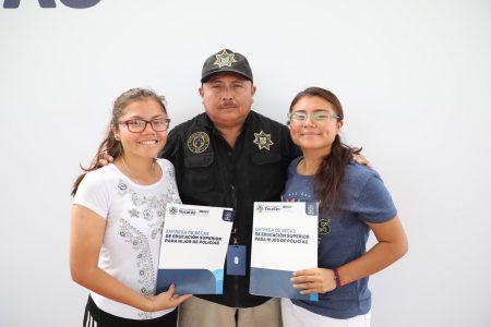 Hijos de policías ya no verán truncados sus sueños de una carrera universitaria