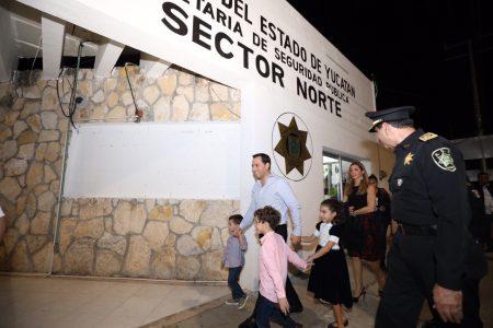 Mauricio Vila se reúne con policías yucatecos en Nochebuena