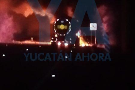 Arde en llamas una pipa en la autopista Mérida-Cancún: reportan lesionados
