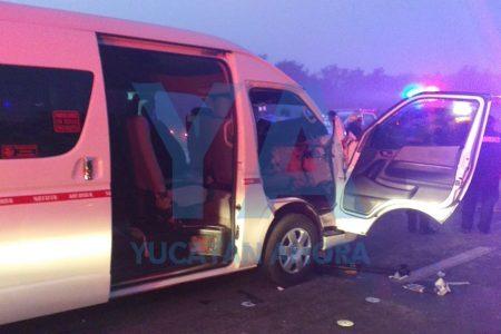 Accidentado inicio de semana: queda prensada en un taxi de ruta foránea