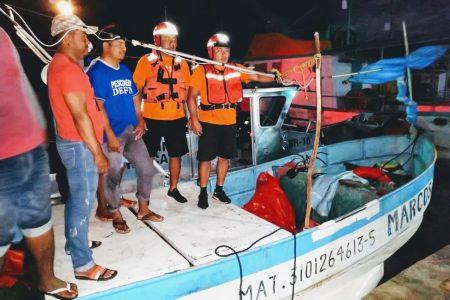 Rescatan a 4 pescadores a la deriva al norte de Telchac Puerto