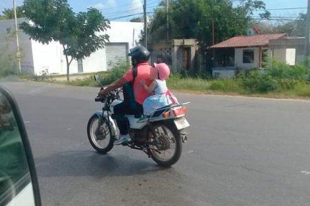Siguen exponiendo a niños en motocicletas; en enero entra prohibición