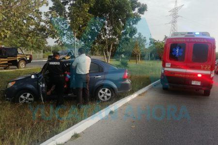 Madre e hijas menores lesionadas al salirse de la carretera