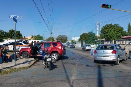 Semaforazo entre conductores de 60 años; ambos alegaban tener luz verde