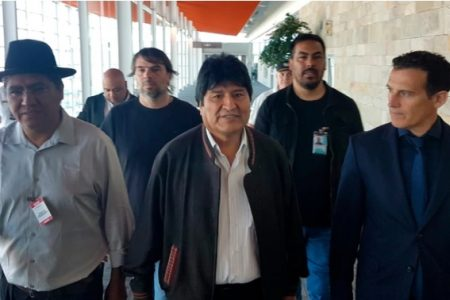 Evo Morales ya no vuelve a México: le dan refugio en Argentina