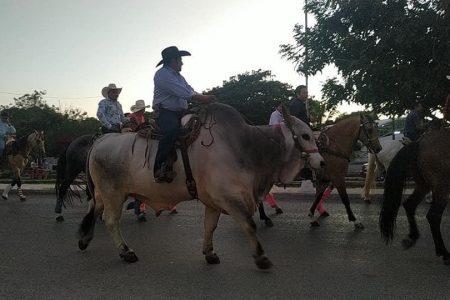 Vistosa procesión guadalupana en Kanasín: hasta un jinete en toro
