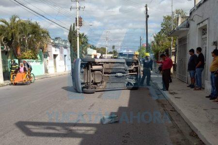 Joven arruina su Navidad: causa choque múltiple en el centro de Mérida