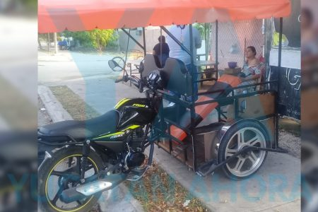 Vuelca mototaxi con una mujer y sus hijos de 4 y 2 años