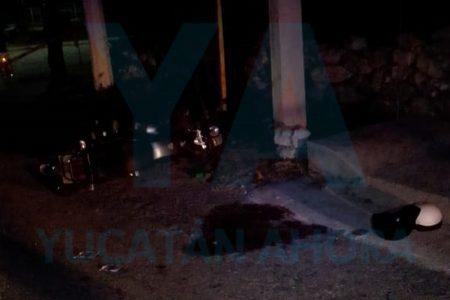 Joven motociclista muere al estrellarse contra un poste