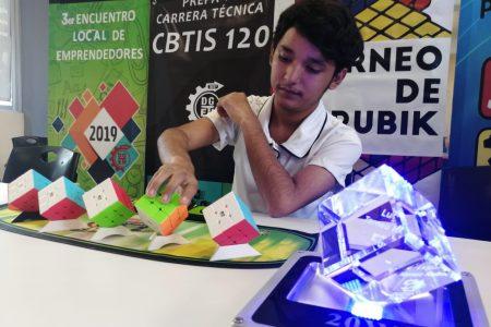 De un 'capricho' de niño en un tianguis a campeón estatal de cubo de Rubik