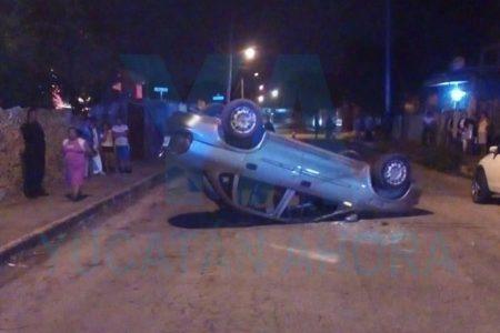 Alcoholizado choca un auto estacionado y vuelca aparatosamente