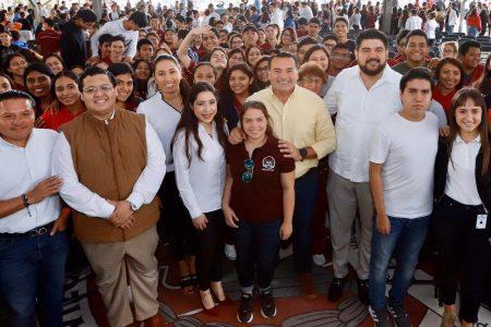 Renán Barrera abre las puertas del Ayuntamiento a universitarios