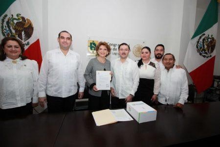 Secretaria general entrega al Congreso el primer informe de Mauricio Vila