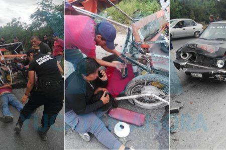 Invade carril y provoca fuerte choque contra mototaxi; dos lesionados