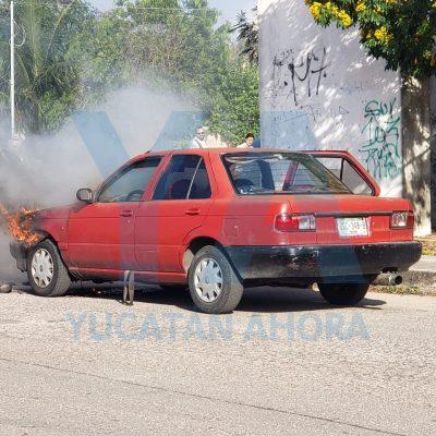 """Se quema el auto de una """"dama de hierro"""", en Xoclán Susulá"""