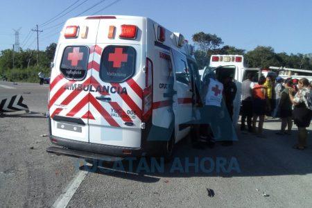 Chocan turistas peruanos con un taxi colectivo: ocho lesionados