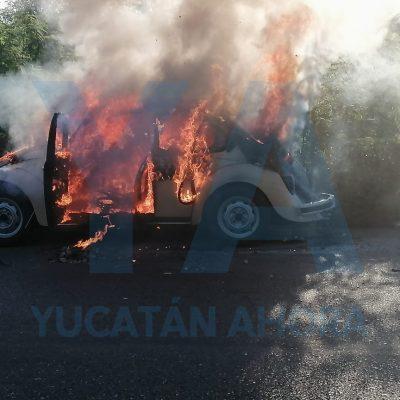 Arde en llamas Volkswagen clásico bien conservado